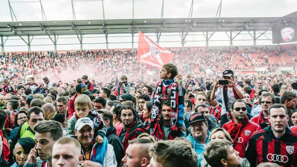 cases tide stories design agentur ingolstadt fc ingolstadt 04 fussballfans im stadion